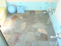 施工前  石貼りの浴室床