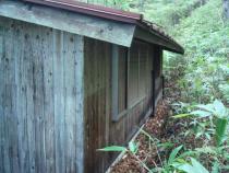 施工前  板張りの外壁、雨戸等の塗装が劣化してしまった状況