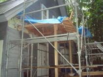 施工中  傾いた玄関屋根を解体撤去した上で新規部材にて玄関屋根を造り直し