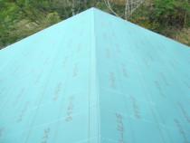 施工中  新規合板の上にルーフィング(防水建材)敷き込み