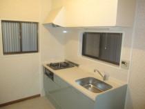 施工後  新規システムキッチンセット (壁 : クロス、キッチンパネル貼り/床 : クッションフロアー貼り替え)