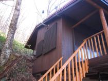 施工後  板張りの外壁、窓格子、階段、手摺等に再塗装(2回塗り) ※階段は新規に造り直し