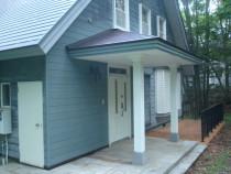 施工後  雨水による柱の劣化を防ぐために仕様変更して柱を御影石の束石の上に設置